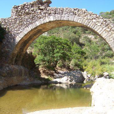Le sentier du pont des fées de Grimaud